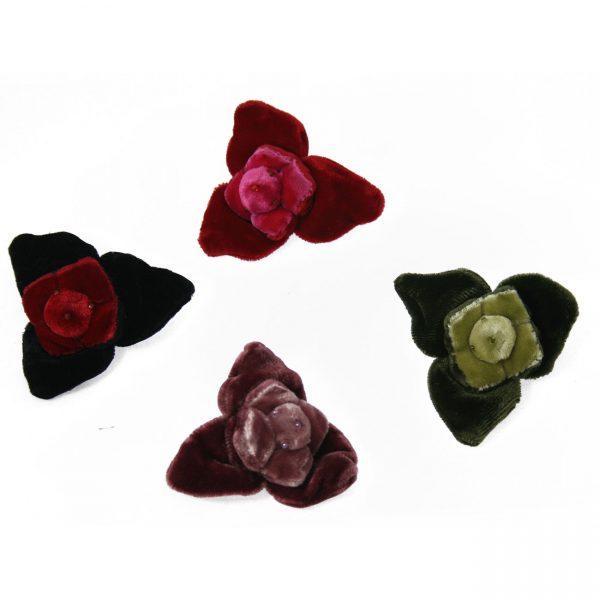 3-petalled flower brooch in velvet